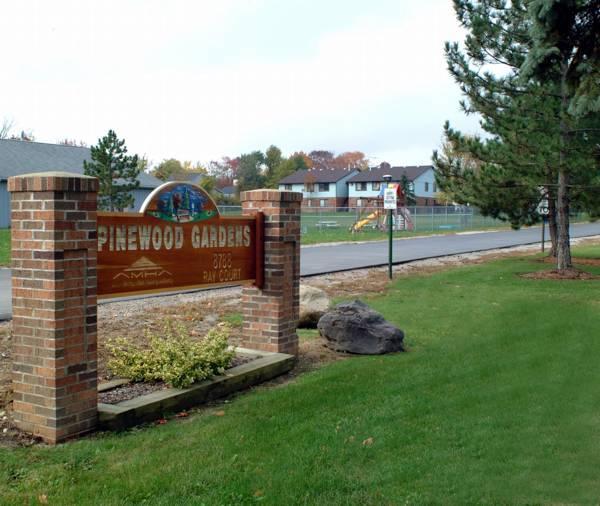 Pinewood Park Apartments: Pinewood Gardens : Akron Metropolitan Housing
